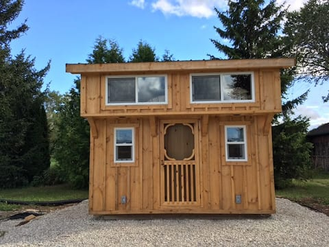 Tiny Cabin with private access to the Beaver River