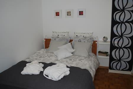Jolie chambre pour deux personnes - Genf