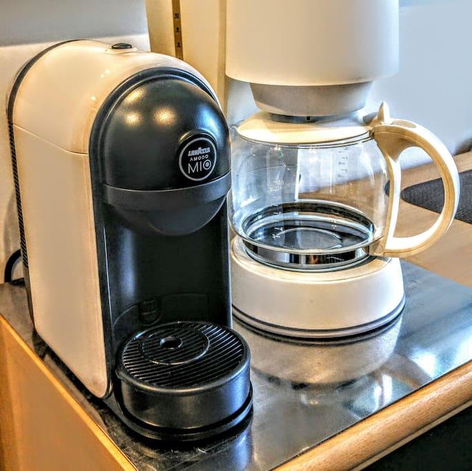 Lecker Espresso oder frischer Kaffee aus der Kaffeemaschine