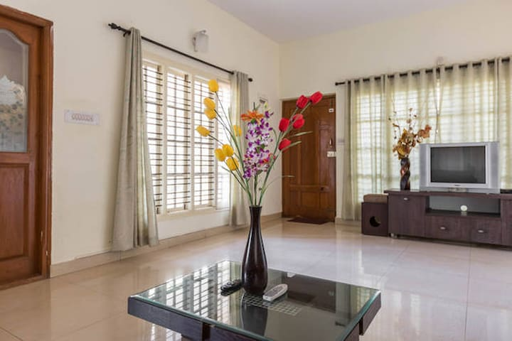 Private Room in Service Apartment 1 - Bengaluru - Bed & Breakfast