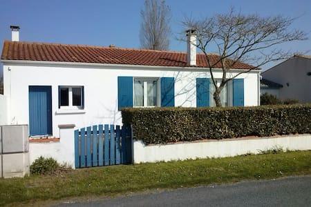 Maison de vacances en bord de mer - La Brée-les-Bains - House
