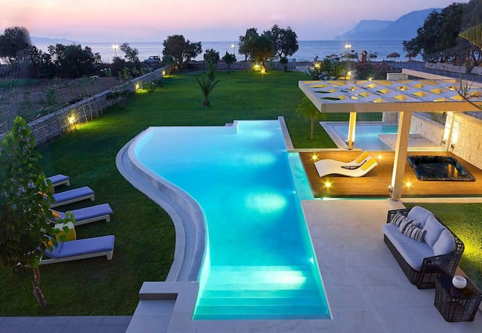 Villa Elvina only 50Meters From Sea - Chania - Villa