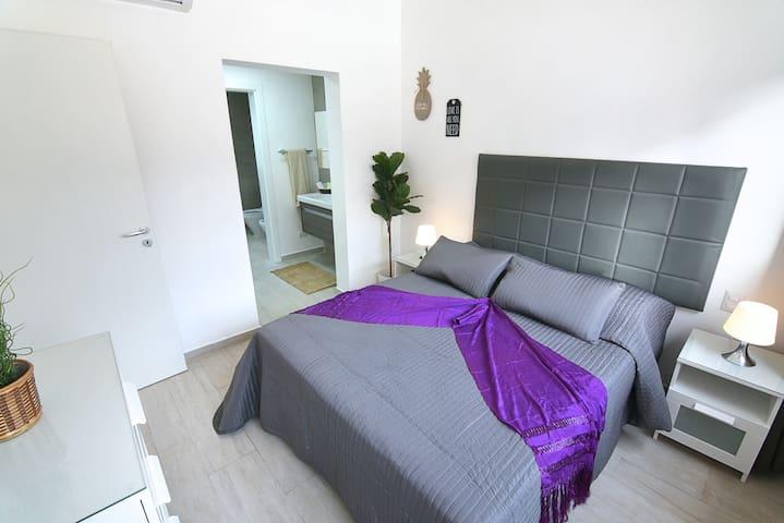 La habitación es muy cómoda y tiene acceso directo al baño
