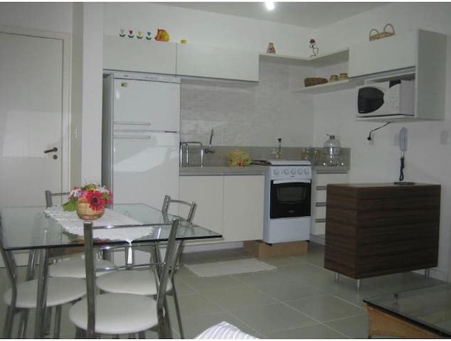 Apartamento moderno e confortável próximo ao mar.