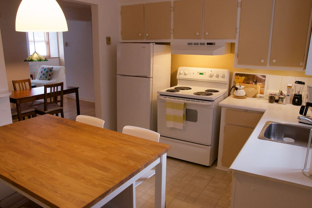 Very well equipped kitchen, crockpot, rice cooker, woks etc.