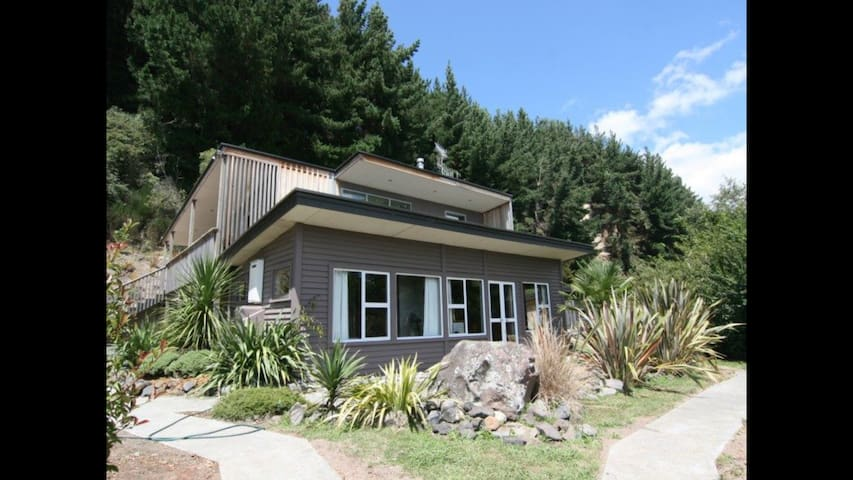 The Perch - Gorgeous home with spa pool & WIFI - Turangi - 一軒家