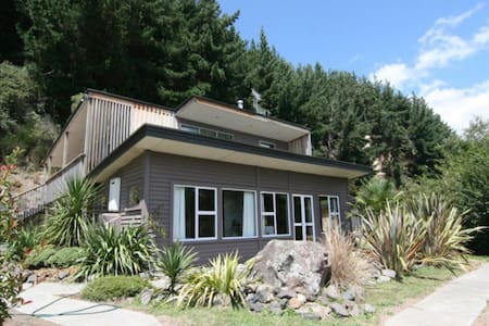 The Perch - Gorgeous private home with spa pool - Turangi - Casa