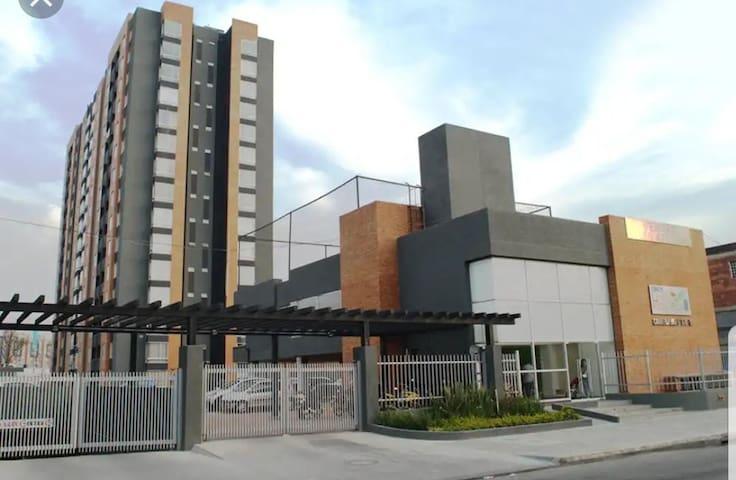 Exelente HABITACION cerca Aeropuerto el Dorado