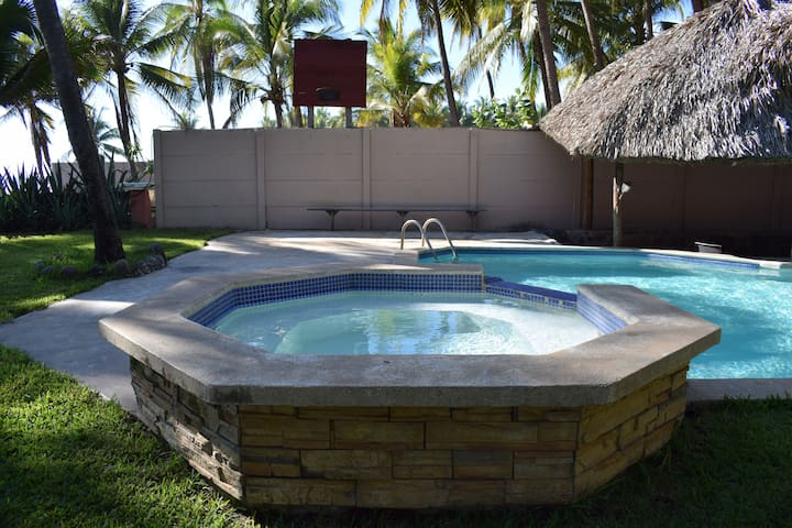 Views of the jacuzzi.