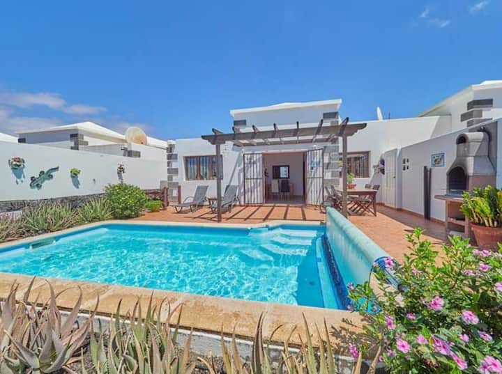 """Charming Vacation Home """"Casa Arabella"""" with Pool, Wi-Fi, Terrace & Garden; Parking Available"""