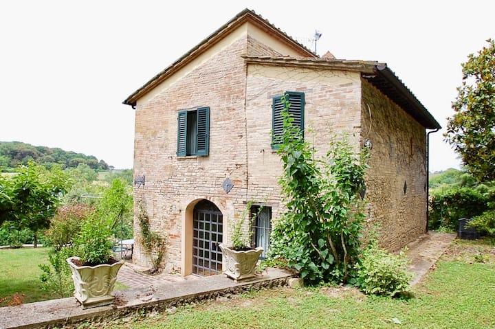 Delizioso antico casale finemente ristrutturato.