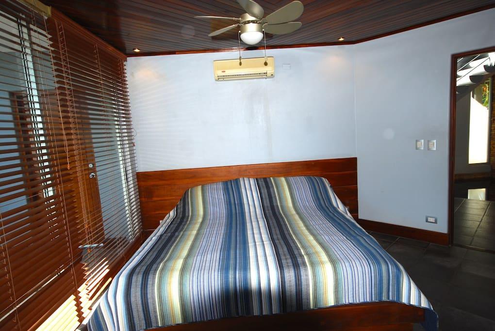 #1 Queen Bed with Jack & Jill Bath