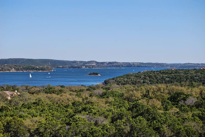 Largest 3bed/3bath Lake Travis Villa at Hollows! - Jonestown