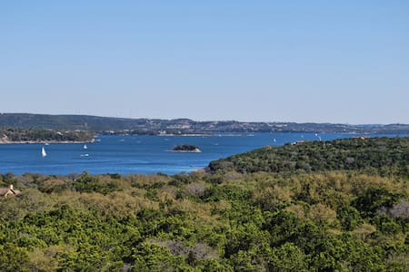 Largest 3bed/3bath Lake Travis Villa at Hollows! - Villa
