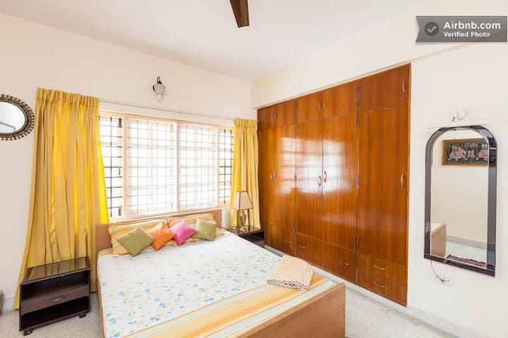 VIRGO- Spacious room with TV, posh area - Bangalore - House