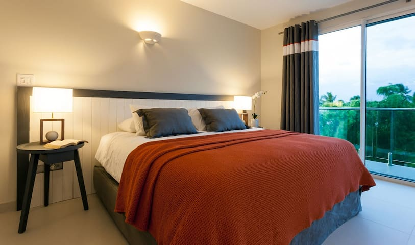 Second bedroom with its own terrace and comfortable king size bed is located on the main floor (makes it ideal for an older couple)