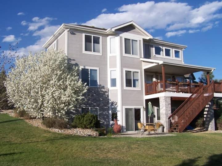 Beautiful home 10 min E of Boulder