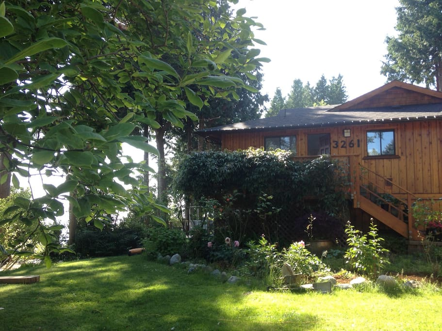 Beach Avenue Studios, in Roberts Creek, BC. where everything is as close as a stroll. Our recently renovated guest house is Yoga inspired and enjoys a tranquility and peace.