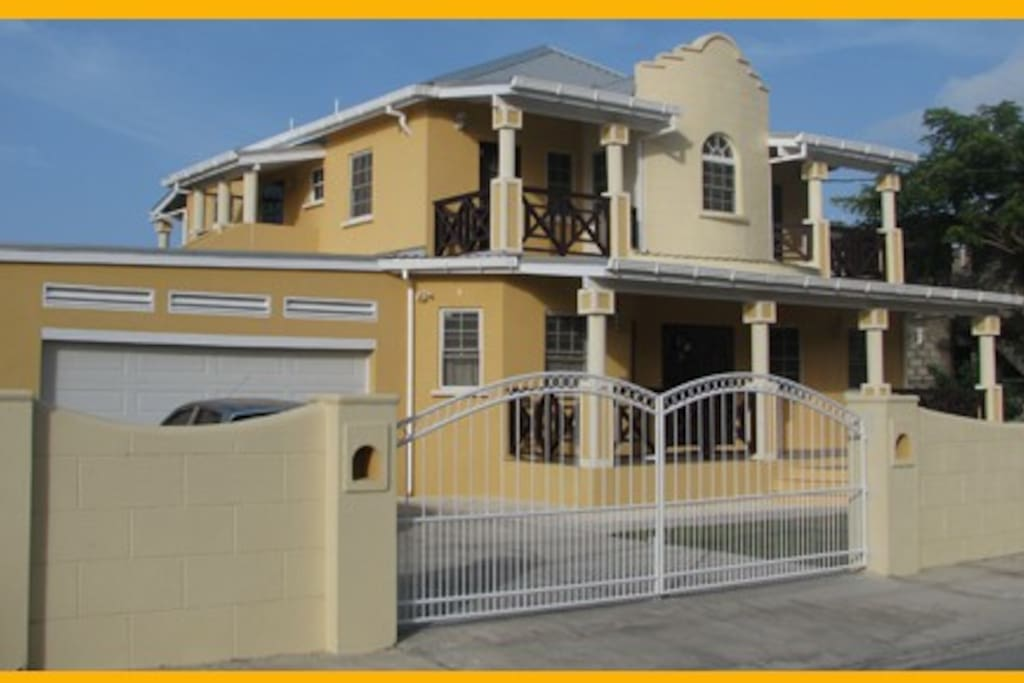2 story villa with (2) separate rental apartments.  Prices quoted are per apartment