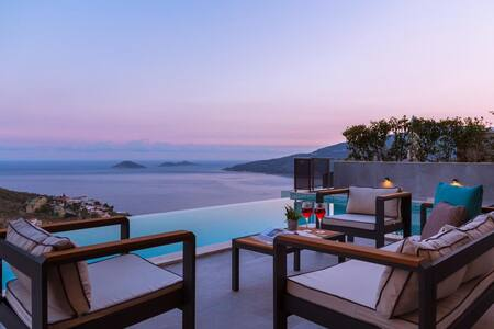 New luxurious villa sleeps 8 with stunning views