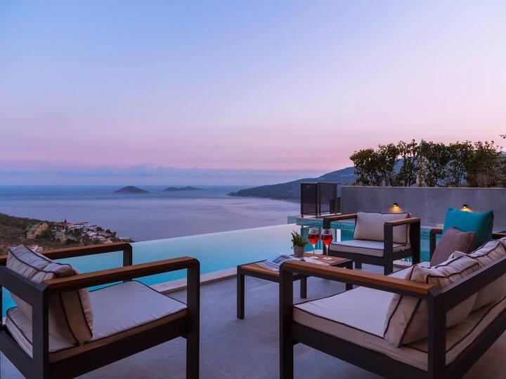 New luxurious villa sleeps 8 with stunning views
