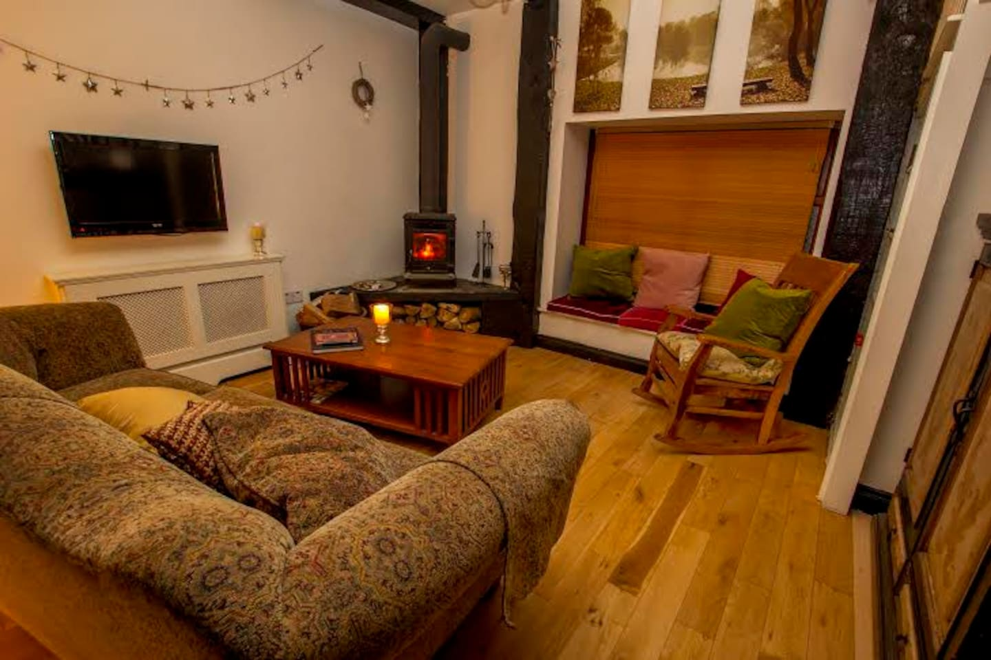 Lodge - sitting room with pot belly stove
