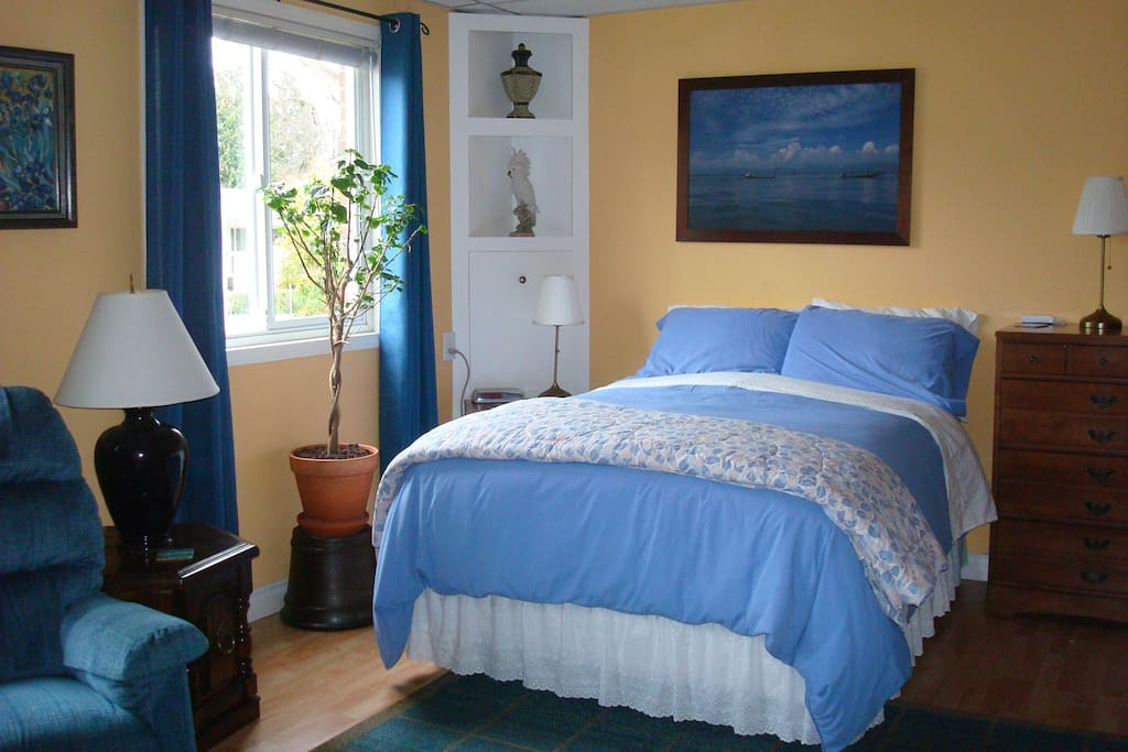 Fireside room - Sleep well on this comfy, firm double bed with cozy down duvet!