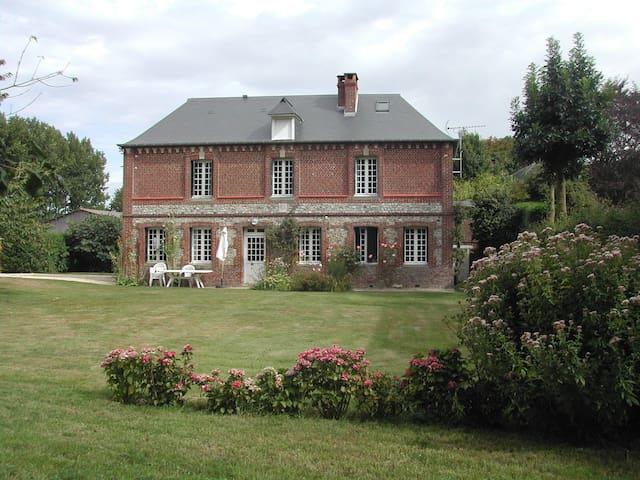 Maison de caractère - grand jardin - Le Bourg-Dun - Casa