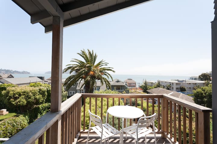 Perched Sausalito Paradise! VIEWS!