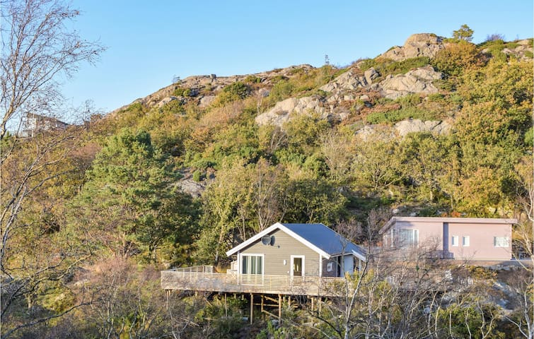 Holiday cottage with 2 bedrooms on 60m² in Lindesnes