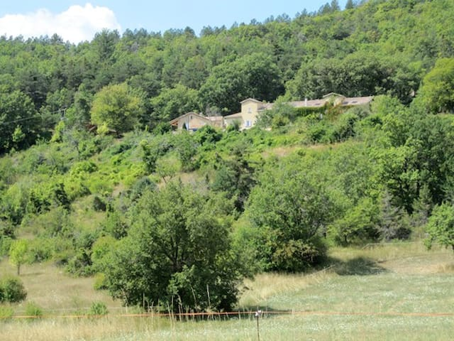 LES BUIS - 4personnes - Gîte isolé en forêt - Aspres-sur-Buëch - Apartemen