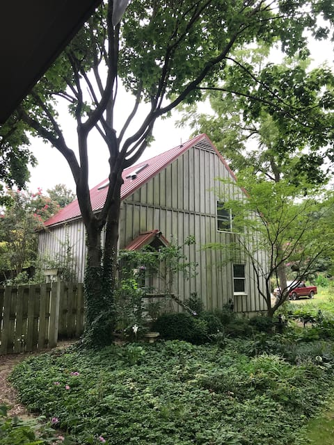 Carriage House Hideaway in Middle of Chestertown
