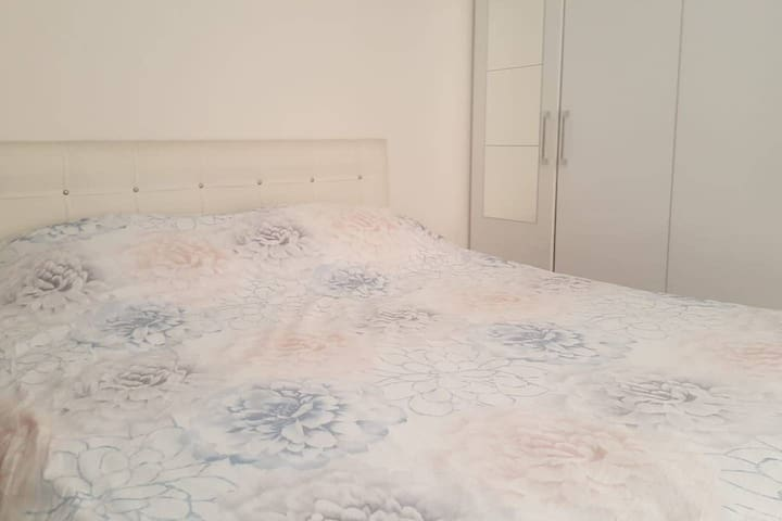 Private Flat 1 min to Airport Bus Station