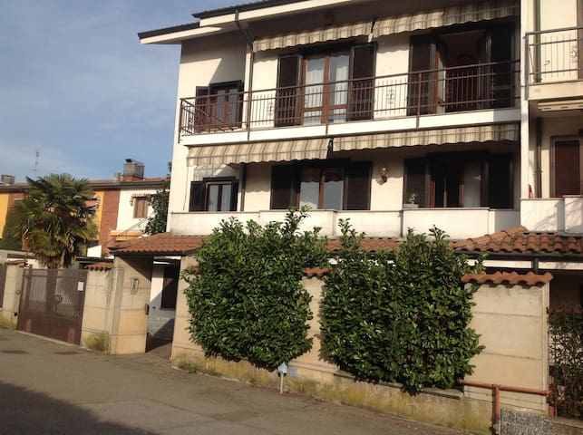 Camera in Villetta - Bareggio - Talo