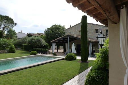 Maison et jardin de charme  avec piscine chauffée - Moulézan