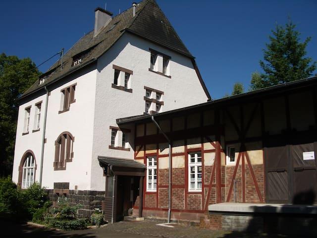 Urlaub im ehem. Bahnhof Schalkenmehren (bis 4P)