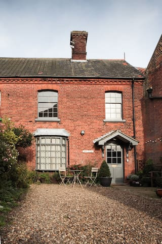 Shire Cottage - luxe haven in Holt