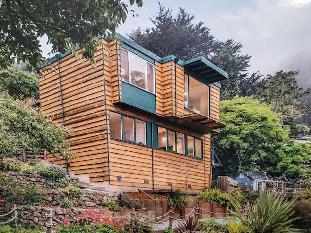Beach Home: Rare Views, Nature, Easy Access to SF!
