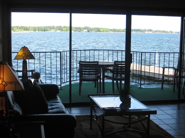 Your Private Balcony Over the Water - Willis - Apartamento