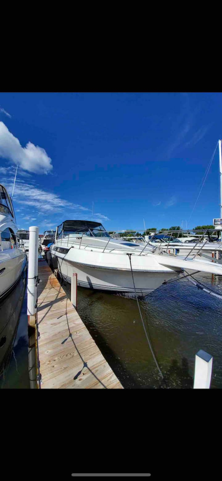 Yacht! 7minute walk to beach  air stays at Dock
