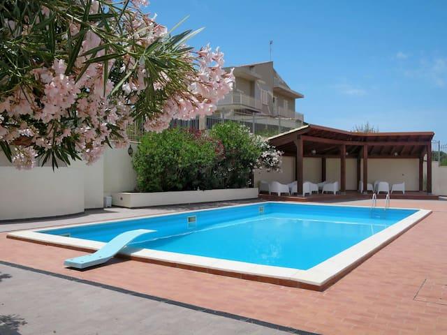 500mt to beach! New apt with pool &veranda seaview