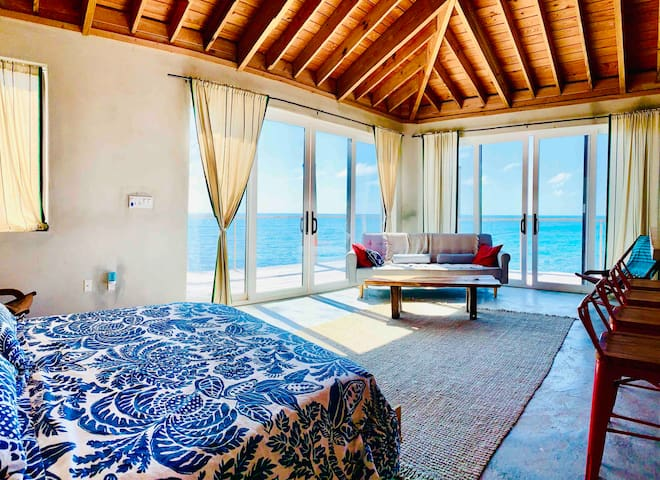Wake up to the blue CarribianSea at house Manolin