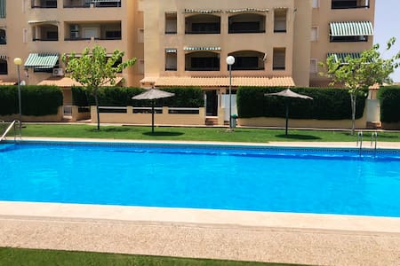 3 bed ground floor apartment. Close to beach