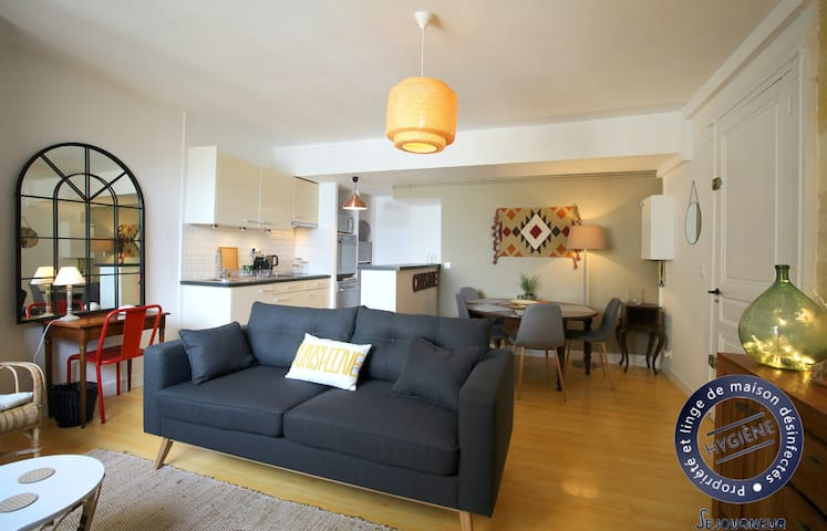 Beautiful apartment beautifully decorated for 4 on the Quays of Bordeaux
