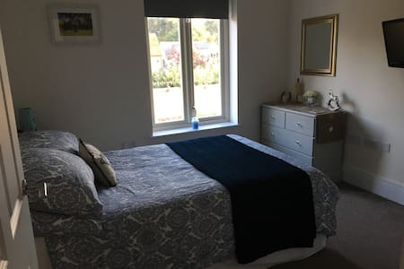 Double room city location, close to Goodwood