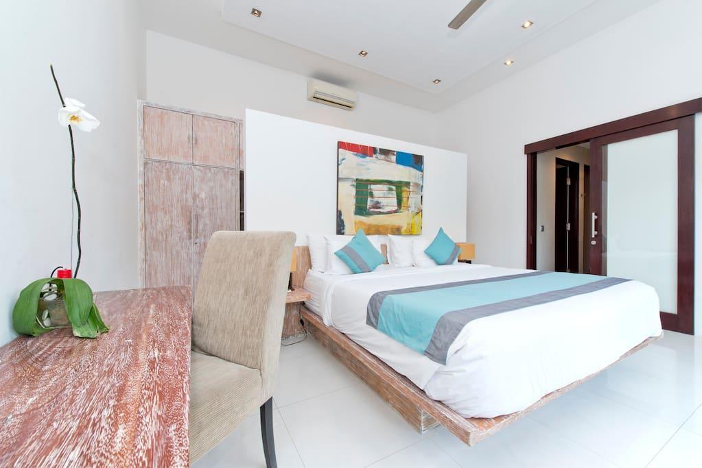 SEMINYAK 3 BEDROOMS WITH STAFF