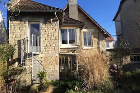 Chambre dans maison à Caen