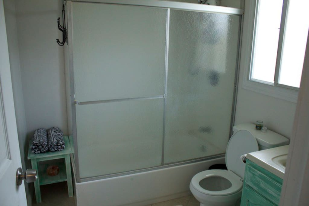 Private Bathroom of the silk room. It is old but clean.