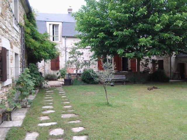 MAISON DE CARACTERE  - Saint-Amand-Montrond - Hus