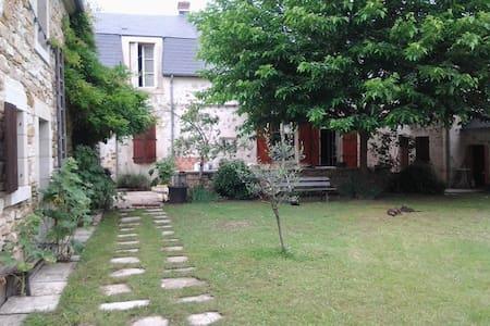 MAISON DE CARACTERE  - Saint-Amand-Montrond